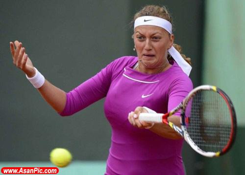 چهره خنده دار تنیس بازها هنگام ضربه زدن