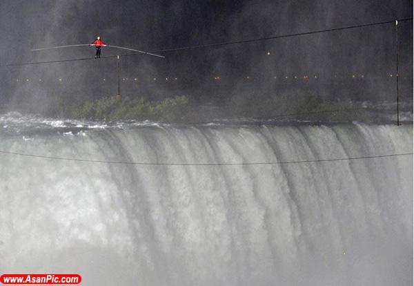 عبور بندباز آمریكایی از فراز آبشار نیاگارا
