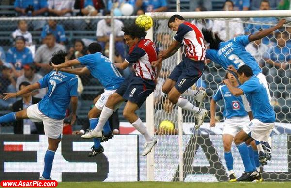حركات فوتبالیست ها هنگام بازی