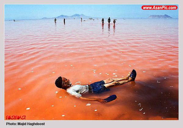 تصاویر جالب لجن درمانی در دریاچه ارومیه