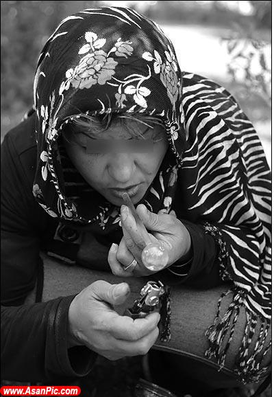تصاویر تامل برانگیـز از زنان و مصرف مواد مخدر!