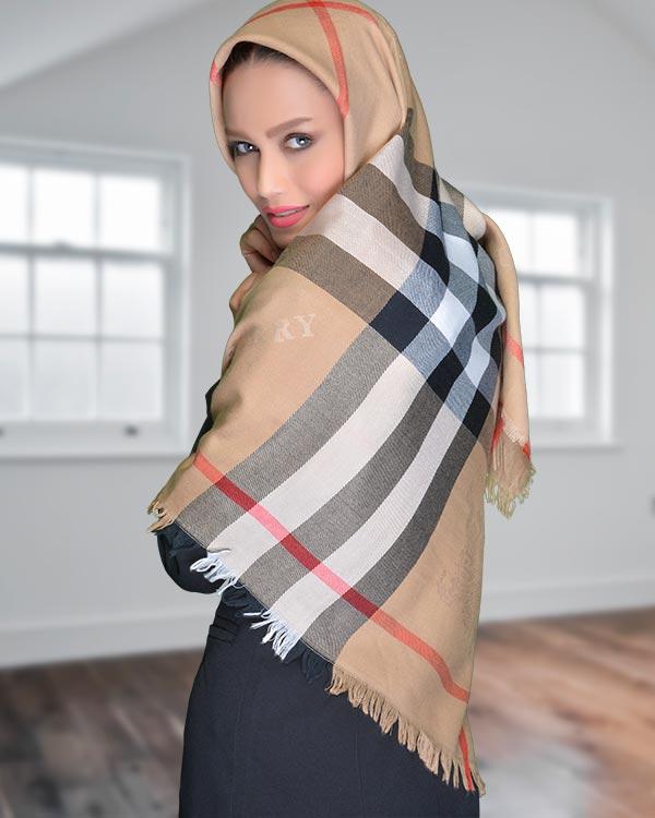 روسری پاییزه Burberry زیبا با طرح مناسب برای پاییز