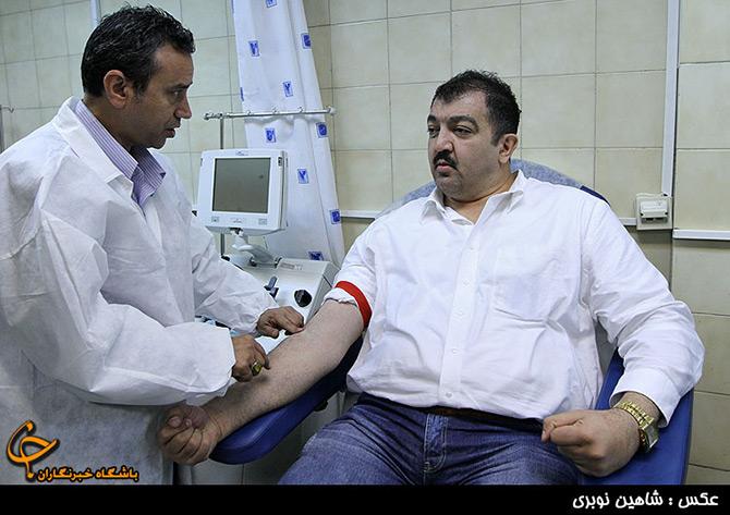اهدای خون تعدادی از هنرمندان و فوتباليست ها